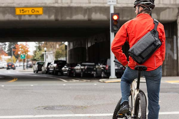 image of Lowepro Streetline SL 140 in urban setting