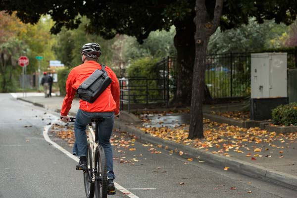 image of Lowepro Streetline SL 140 camera bag on bike messenger